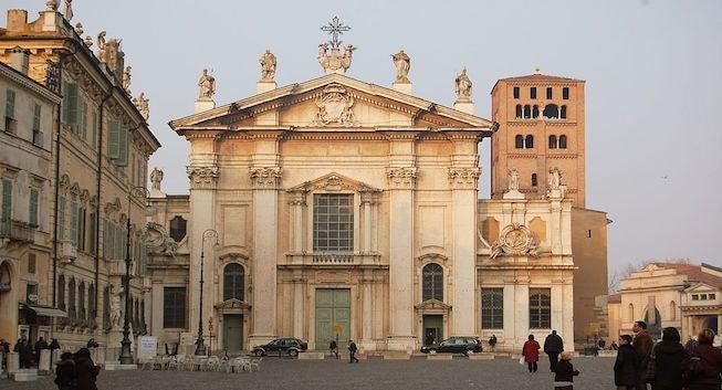 Encuentra dónde aparcar en Mantua, Italia