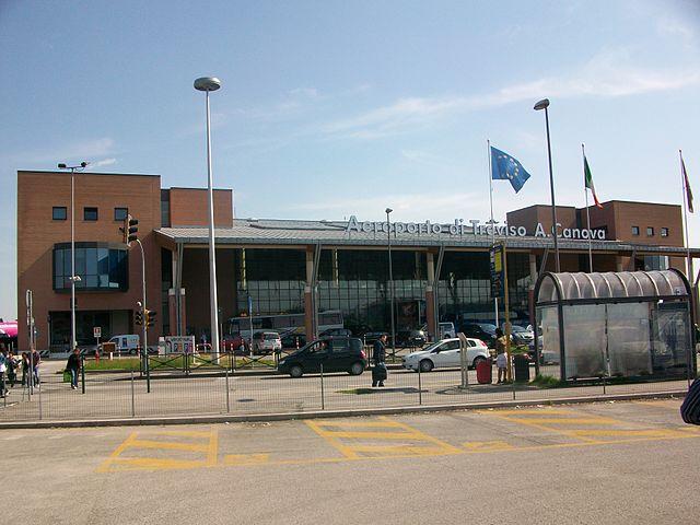 Encuentra dónde aparcar en Aeropuerto de Sant'Angelo Treviso, Italia