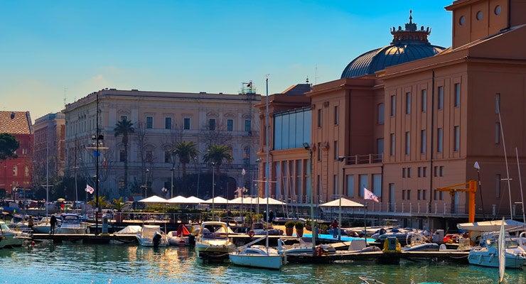 Encuentra dónde aparcar en Bari, Italia