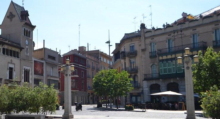 Trouvez un parking à Figueres, Espagne