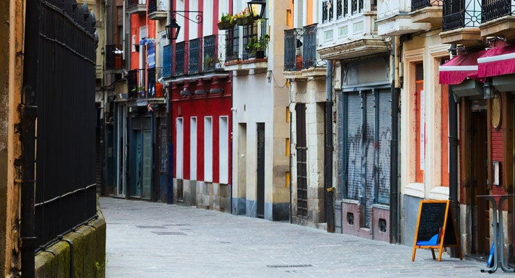 Find where to park in Vitoria-Gasteiz, Spain