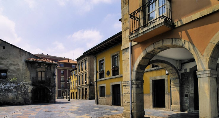 Find where to park in Avilés, Spain