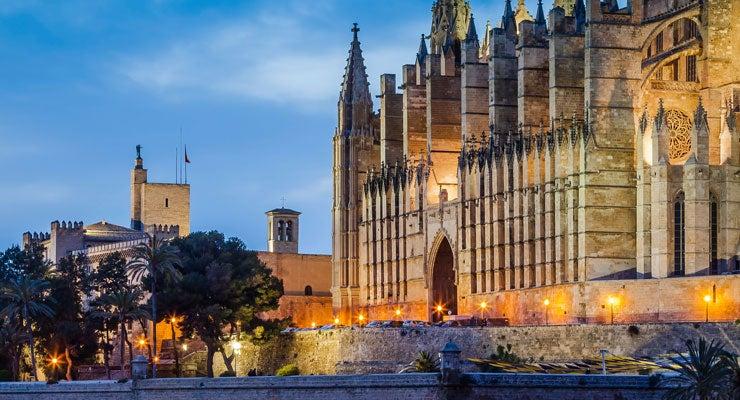 Find where to park in Palma de Mallorca, Spain