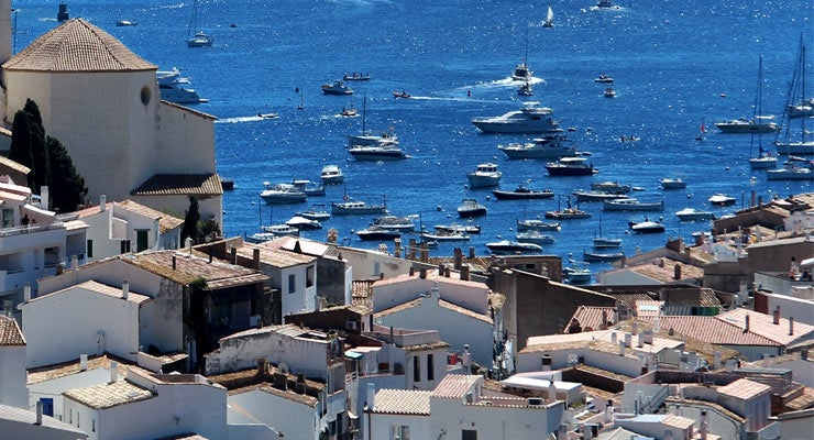 Find where to park in Cadaqués, Spain