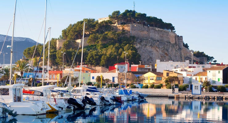 Find where to park in Dénia, Spain