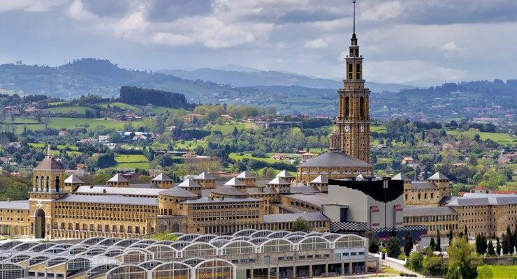 Trouvez un parking à Oviedo, Espagne