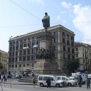 Statua Piazza Garibaldi