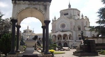 Aparca cerca del Cementerio Monumental de Milán in Parclick