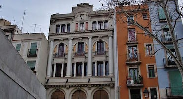 Reserve your space in the El Raval neighbourhood of Barcelona in Parclick