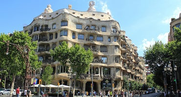 Parking cerca de La Pedrera en Barcelona in Parclick