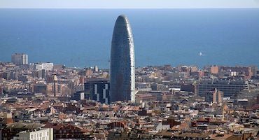 Parking cerca de la Torre Agbar in Parclick