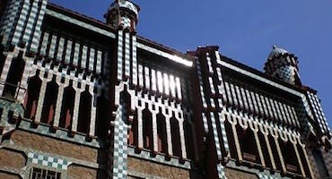 Reserva parking cerca de la Casa Vicens de Barcelona in Parclick