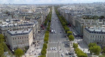 Book your parking space at the Champs-Élysées in Parclick