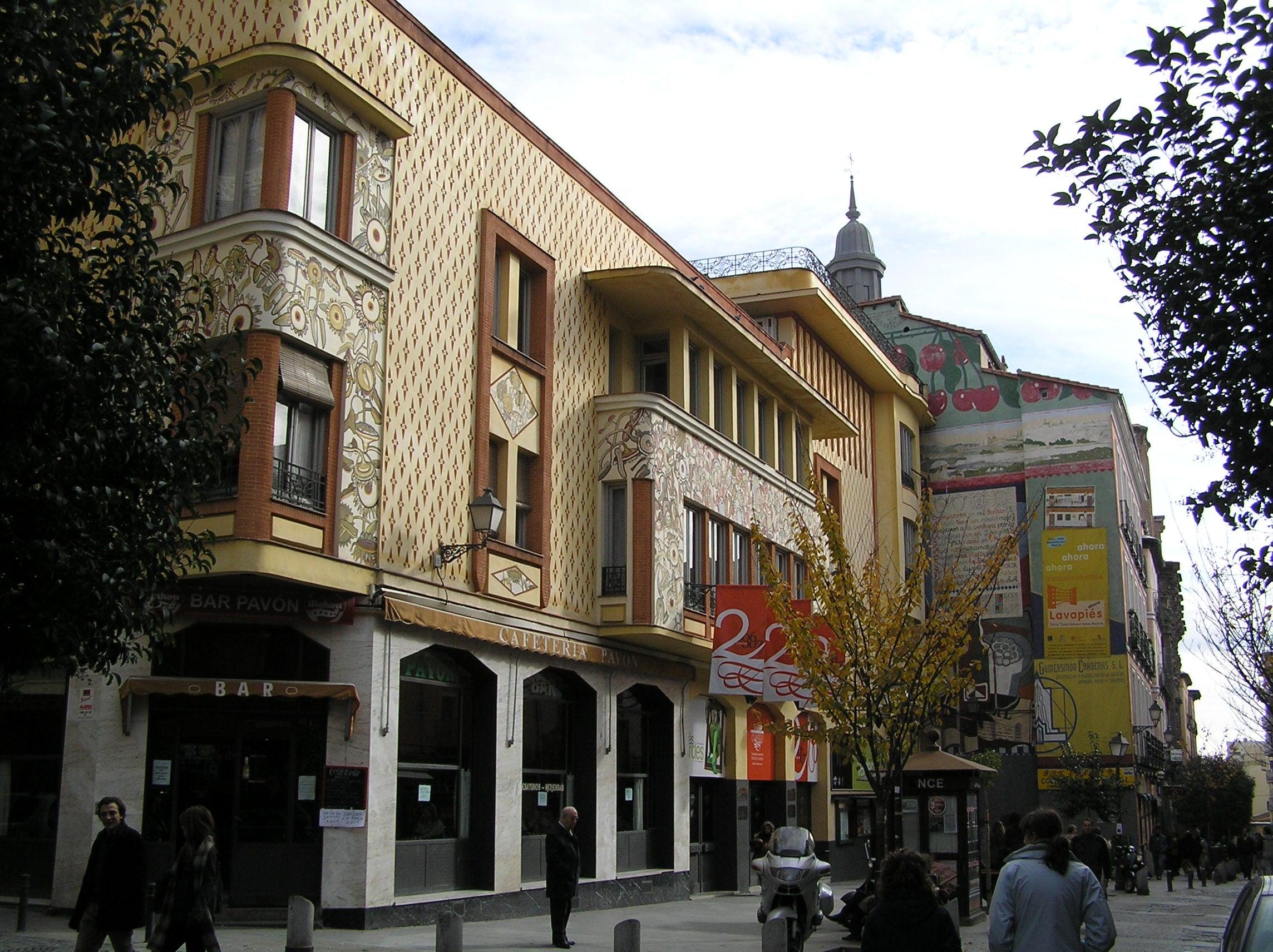 Parkings cerca del Pavón Teatro Kamikaze en Madrid in Parclick