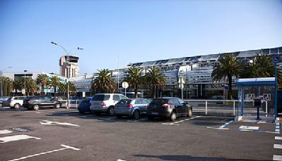 Aéroport de Nice Côte d'Azur Terminal 1 - P2 - Au contact