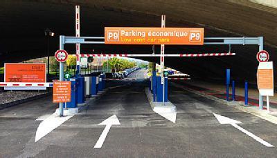 Aéroport de Nice Côte d'Azur - P9 Économique
