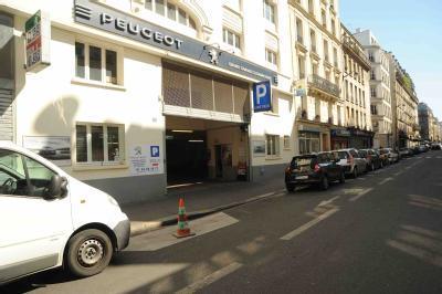 car park in 120 rue de clignancourt in par 237 s parclick