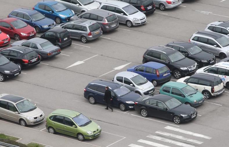 Parking chemin des carri res 1 parkineo a roport paris for Parking exterieur