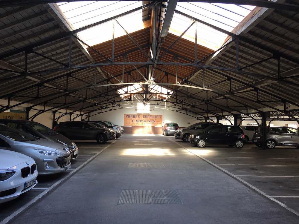 Parking parking 5 place gailleton garage bellecour for Garage blanc lyon 4